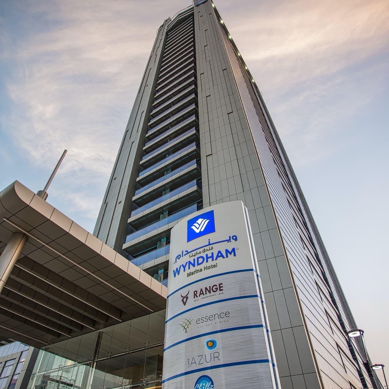 Wyndham_Dubai_Marina-Dubai-Hotel_outdoor_area